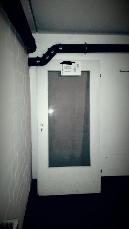 die wohnzimmertür im keller dampfbloque